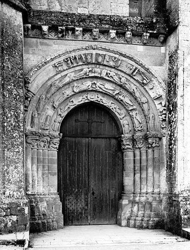 Portail central de la façade ouest : ensemble