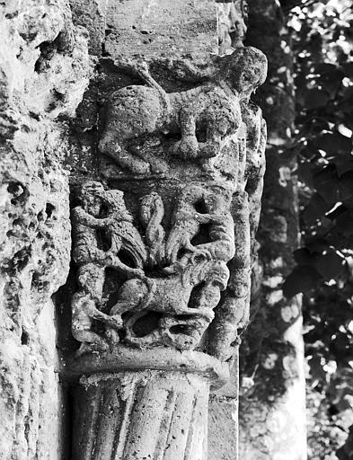 Portail ouest : chapiteau à senestre