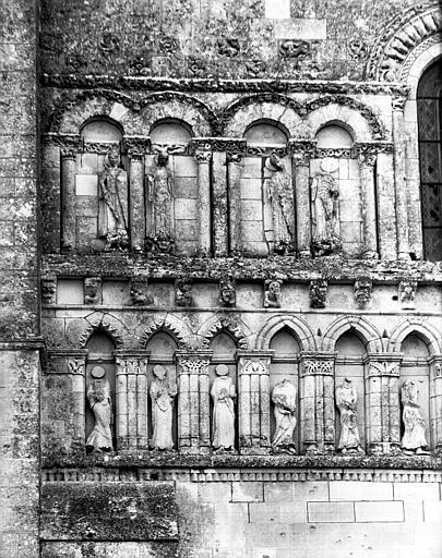 Registre médian de la façade ouest : arcatures, côté à dextre