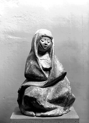 Statue de pierre, atelier bourbonnais (supposé) : Vierge de douleur