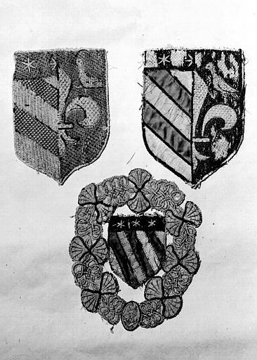 Trois écussons aux armes du Maréchal de Montpezat, soie et fils  d'or