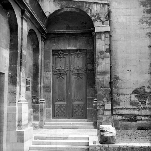 Ancienne abbaye Saint-Denis, actuellement maison d'éducation de la Légion d'Honneur