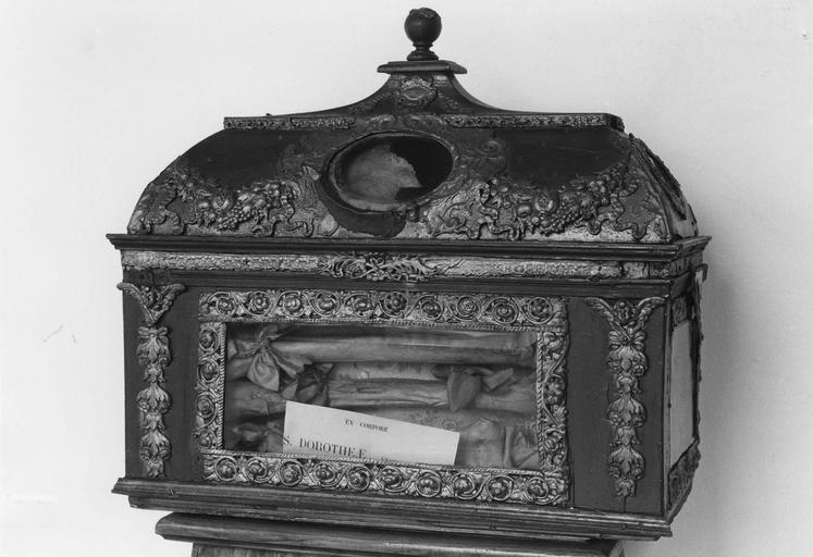 Châsse reliquaire de sainte Dorothée, avers