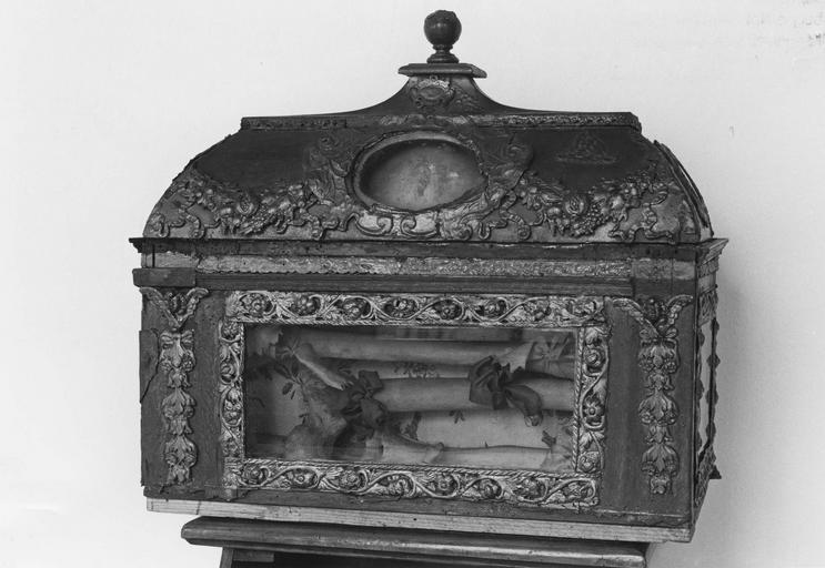 Châsse reliquaire de sainte Dorothée, revers