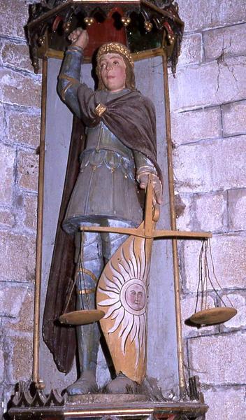statue : Saint Michel et sa niche