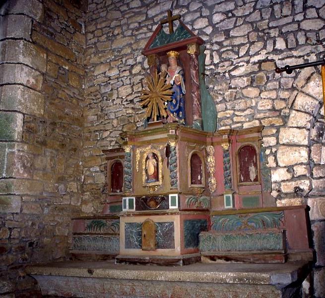Tabernacle et deux gradins de l'autel latéral nord avec statue : Vierge à l'Enfant et statue (statuette) : Saint abbé
