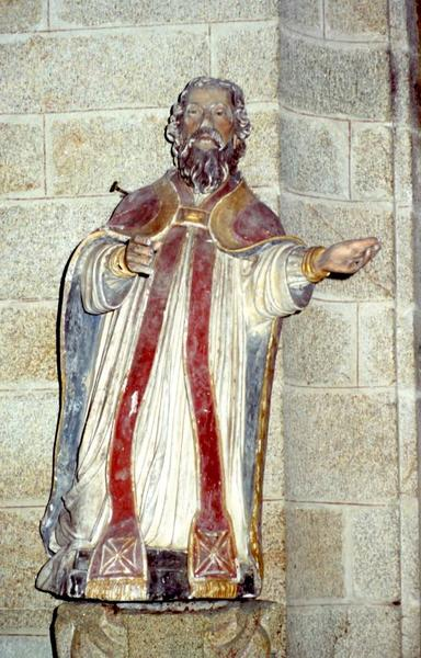 Deux statues : Sainte et Prêtre agenouillé