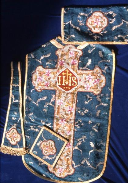 Chasuble, étole de clerc et voile de calice n°8