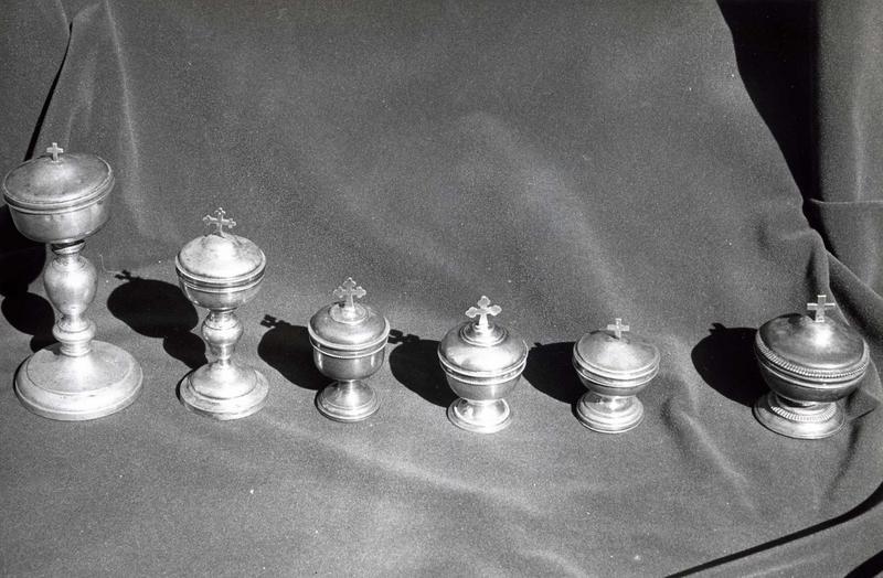 Six ciboires des malades (custodes)