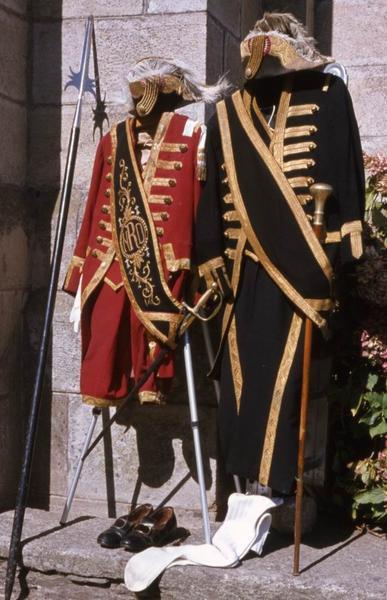 Deux costumes de suisse