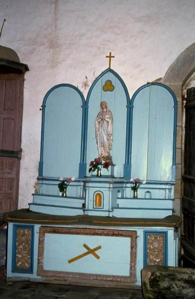 autel, tabernacle et deux gradins d'autel