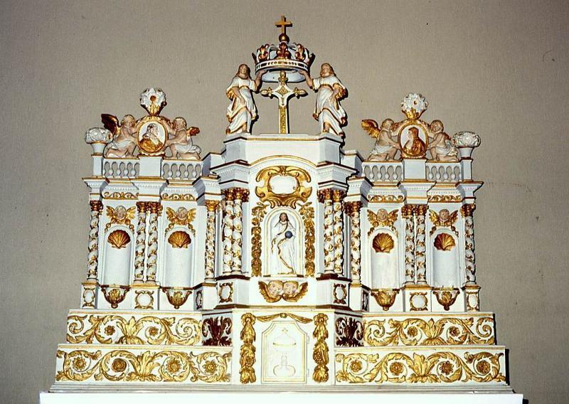 tabernacle et trois statues (statuettes) : Saint Paul, Saint Jean et Saint Luc