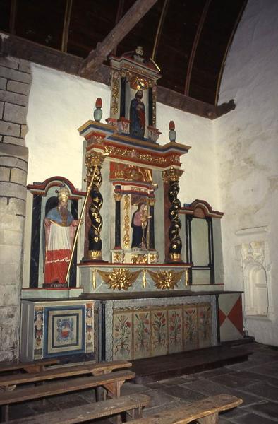 Retable latéral sud, deux statues : Vierge à l'Enfant, Saint Cornély et deux statues (statuettes) : Boeufs