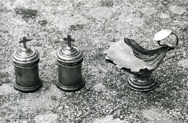 coquille de baptême et deux ampoules