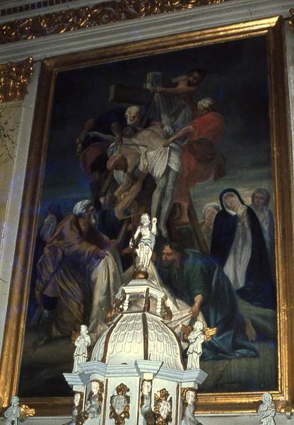 Tableau du maître-autel : Descente de Croix et bas-relief : Armoiries de Monseigneur de Guémadeuc