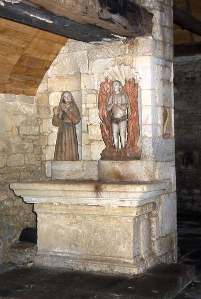 statue : Sainte musicienne (Sainte Cécile ?) à l'autel latéral nord avec la statue de Sainte Agnès