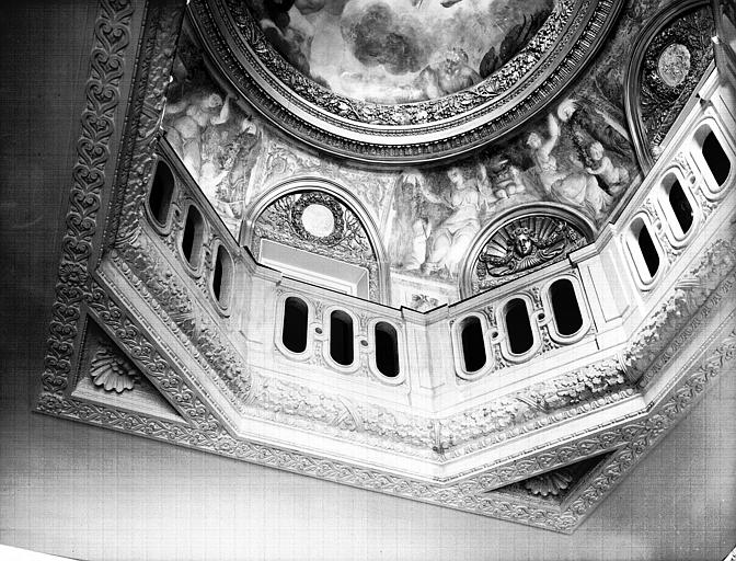 Chambre avec plafond à l'Italienne : nouvelle balustrade de la coupole