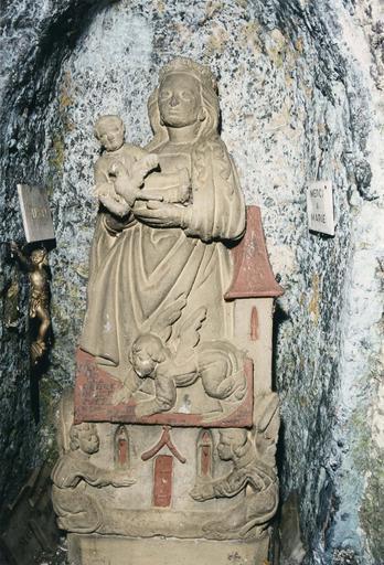 Statue : Notre-Dame de Lorette ou Vierge dite de la Mance, pierre polychrome, repeinte, 16e siècle, vue de face