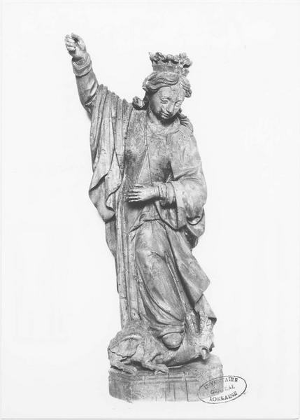 Groupe sculpté : sainte Marguerite terrassant un dragon, vue générale