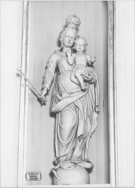 deux autels latéraux (détail de la statue de la Vierge)