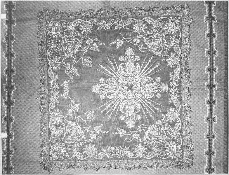 Ornement de monseigneur de Montmorency-Laval (chape, chasuble, manipule, étole, voile de calice, bourse)