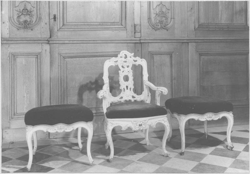 2 tabourets, fauteuil