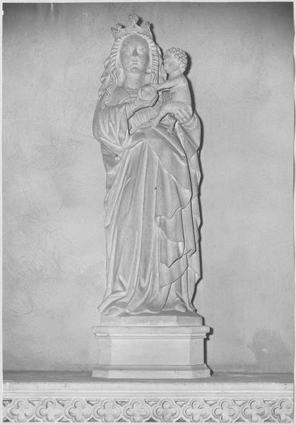 Statue : Vierge à l'Enfant (vue frontale)
