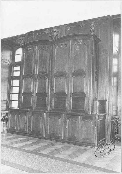 Lambris de revêtement, 7 armoires, placard, chasublier