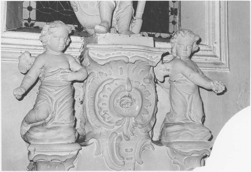 Deux statues : Angelots
