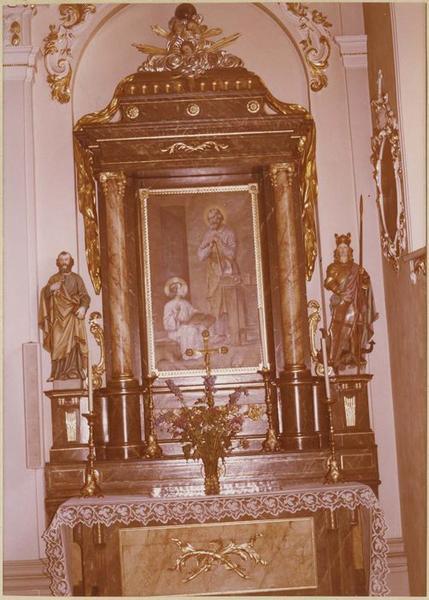 Autel, retable: saint Joseph en charpentier, 2 statues: saint Pierre et saint Georges (autel secondaire)