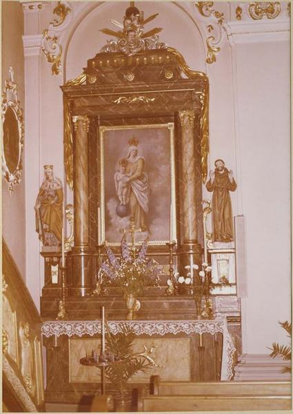Autel, retable: Notre-Dame des Victoires, 2 statues: sainte Elizabeth de Hongrie, saint François (autel secondaire)