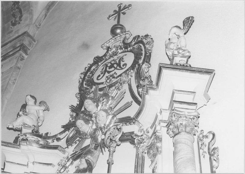 2 autels, 2 retables, statue : Vierge, groupe sculpté : saint Nicolas (autels secondaires)