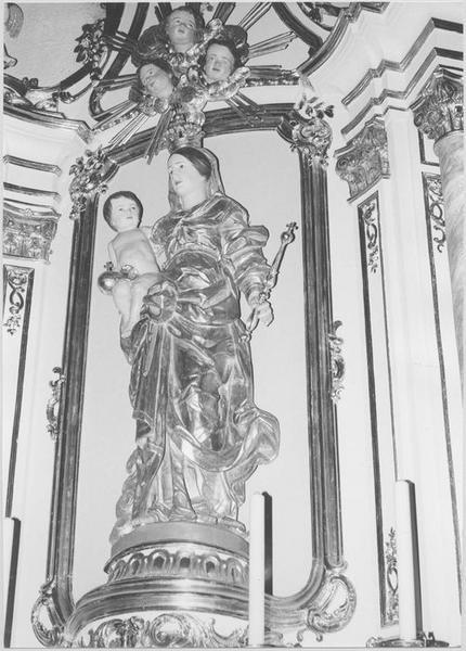 Groupe sculpté: Vierge à l'Enfant (autel secondaire) (vue rapprochée)