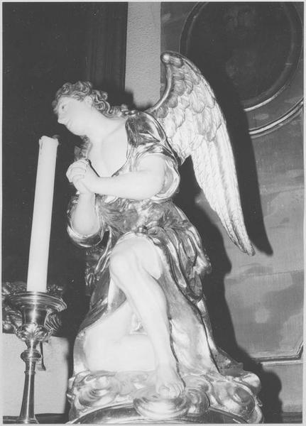 Ange adorateur (maître-autel)