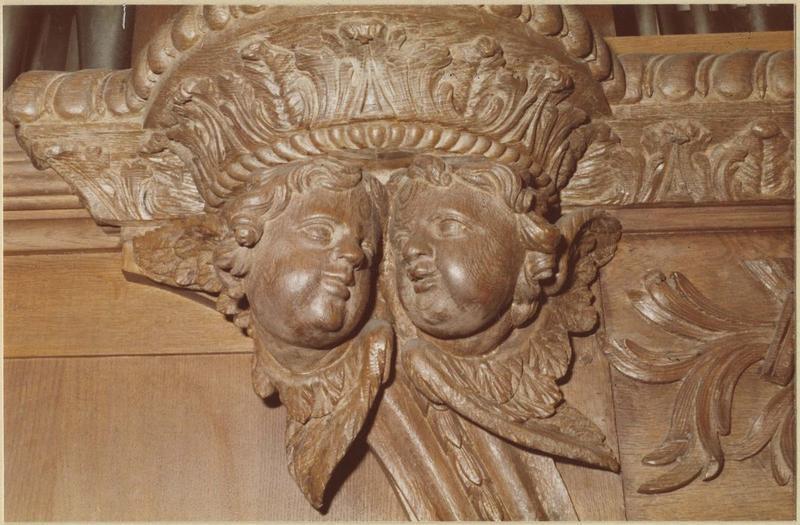Orgue de tribune : tribune et buffet d'orgue (détail têtes d'angelots sculptés)