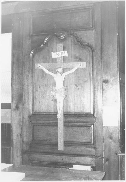 Lambris de revêtement (détail crucifix)