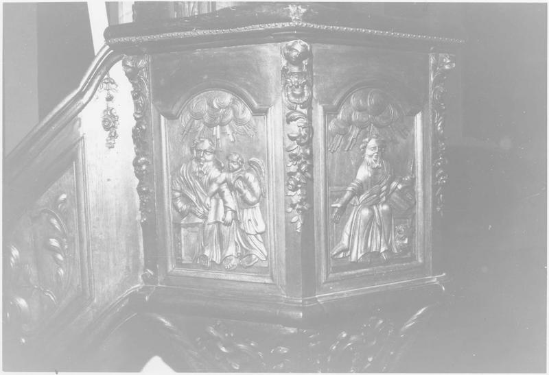 Chaire à prêcher (détail motifs sculptés)