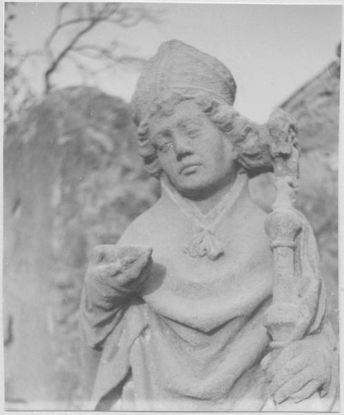 Statue : saint Eloi (vue frontale de la moitié haute du corps)