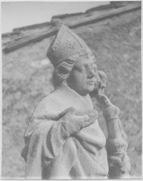 Statue : saint Eloi (vue de biais de la moitié haute du corps)