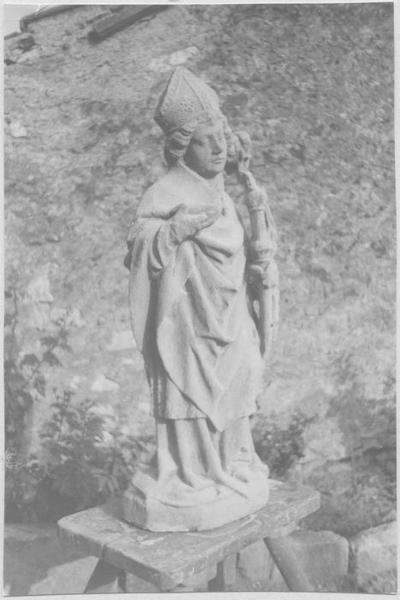Statue : saint Eloi (vue en entier de biais)