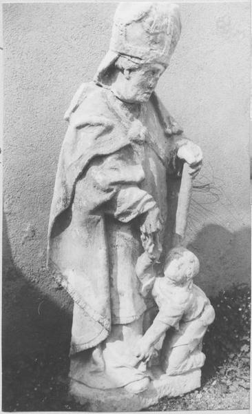 groupe sculpté : saint Martin