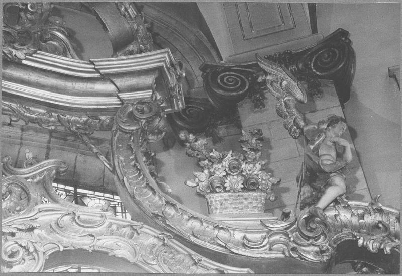 Baldaquin d'autel (maître-autel) (détail pot de fleurs)