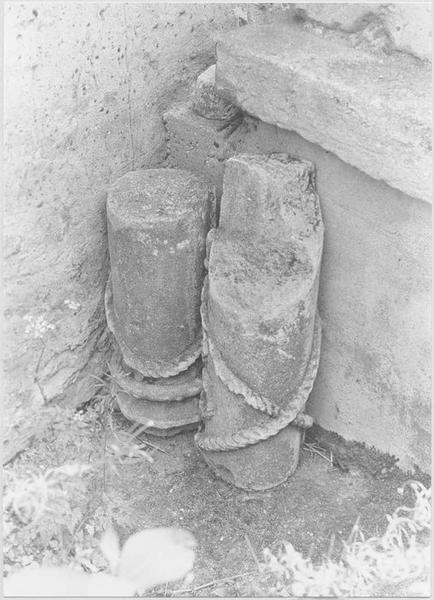 Statue : Christ de Pitié dit bon-Dieu de Pitié (détail colonne)