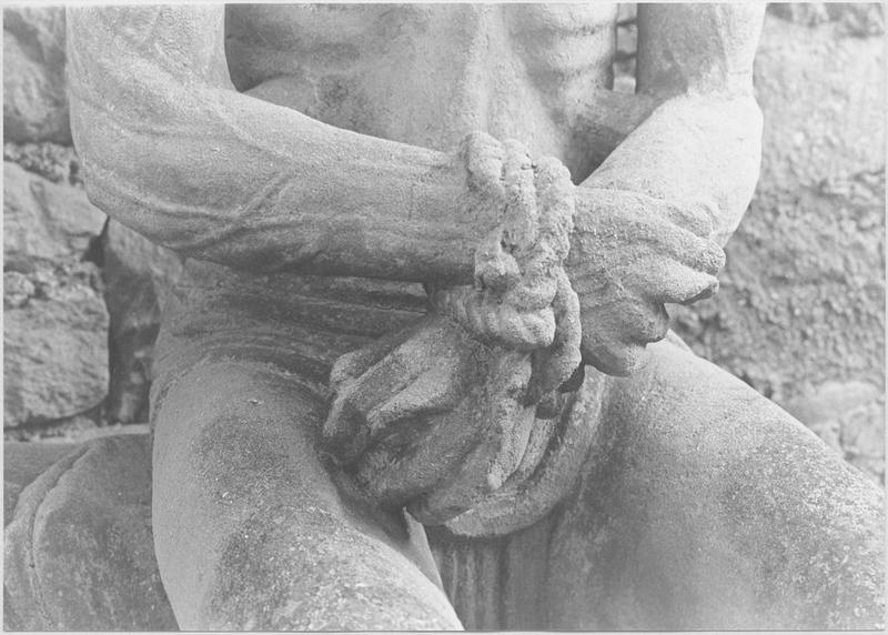 Statue : Christ de Pitié dit bon-Dieu de Pitié (détail mains)
