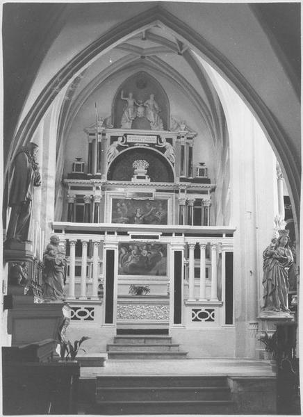 Autel retable de la sainte Trinité, 2 reliquaires, clôture de chapelle, devant d'autel (in situ)