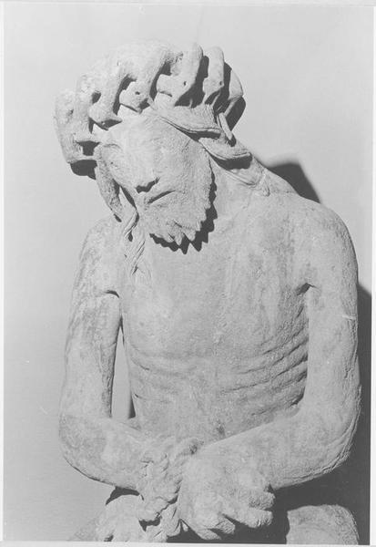 Statue : Christ de Pitié dit bon-Dieu de Pitié (vue rapprochée)