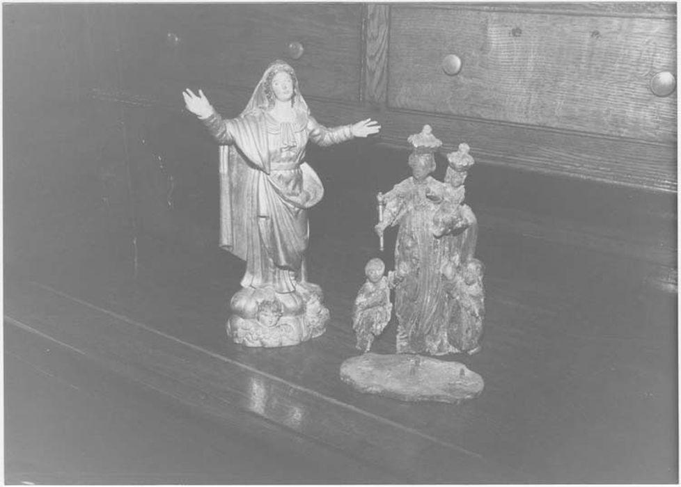 statue : Vierge, groupe sculpté : Vierge à l'Enfant avec à ses pieds une Clarisse et un franciscain