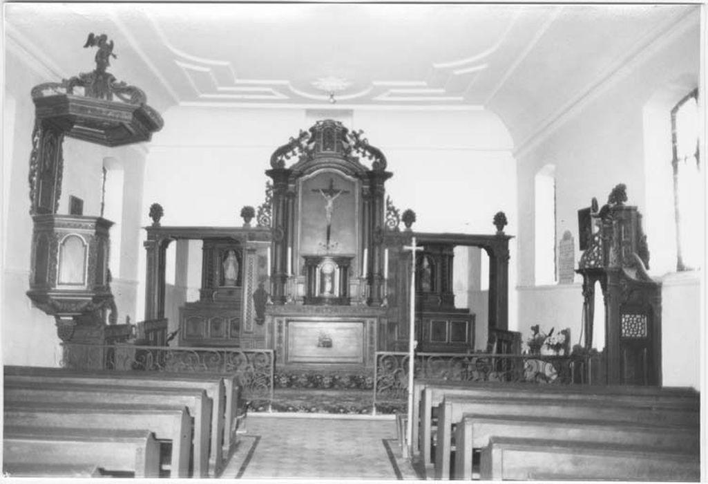 maître-autel, retable, lambris des passages, chaire à prêcher