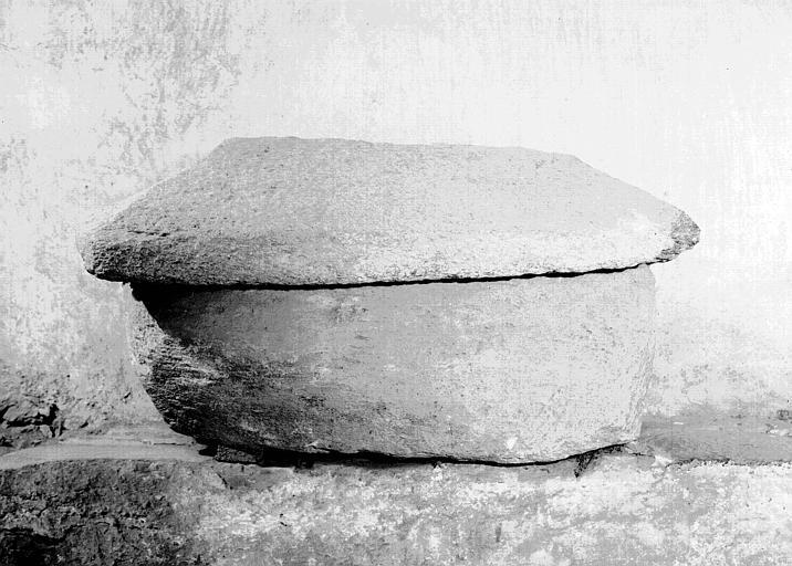 Tombeau de saint Aventin, en pierre