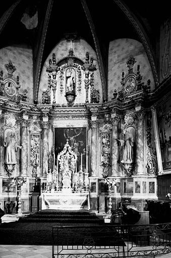 Autel, retable, tabernacle, exposition, 3 statues (maître-autel, ciborium, retable architecturé)